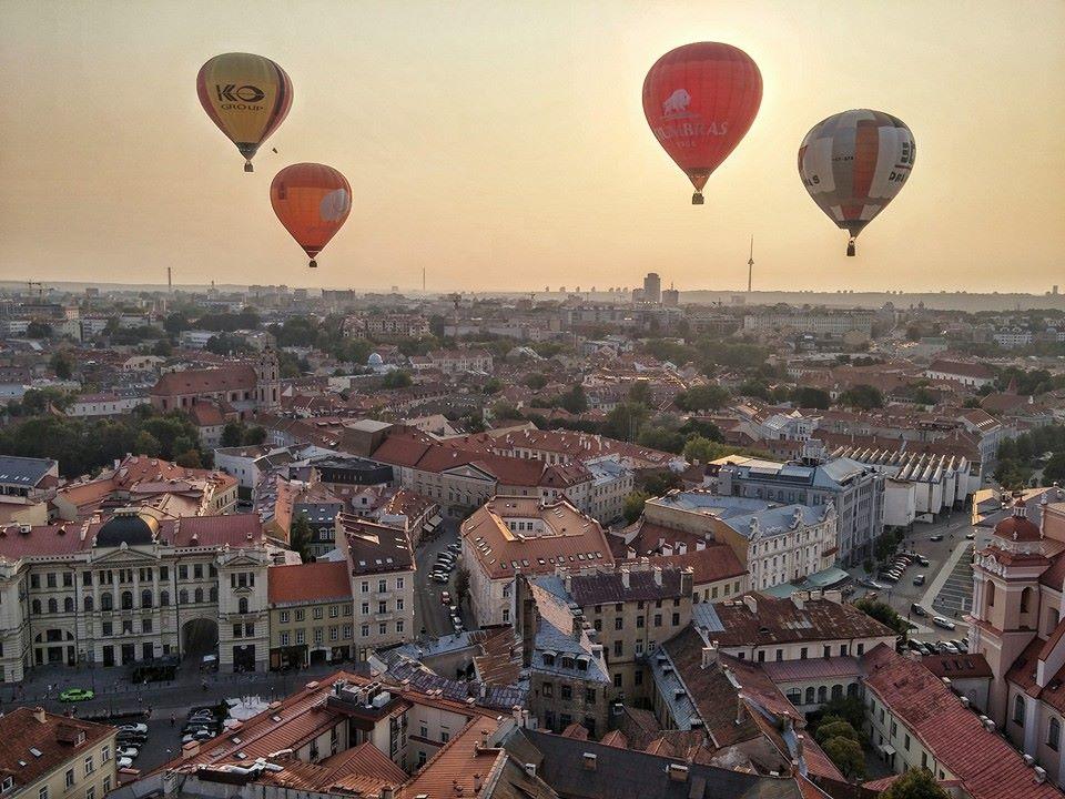 oro balionai virs vilniaus